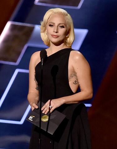 File:9-20-15 Presenting at 67th Primetime Emmy Awards 002.jpg