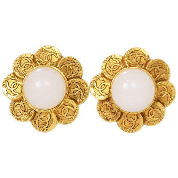 File:Chanel Vintage Flower Shape Pearl Earrings.jpg