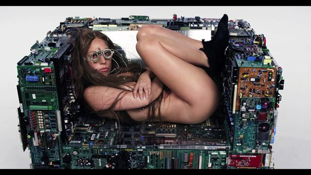 File:Inez and Vinoodh ARTPOP Film 034.jpg