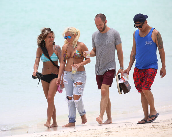 File:At The Beach In Nassau, Bahamas-June 14 (With Haus Of Gaga's Members) (3).jpg