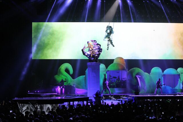 File:10-7-14 Do What U Want artRAVE 000001.jpg