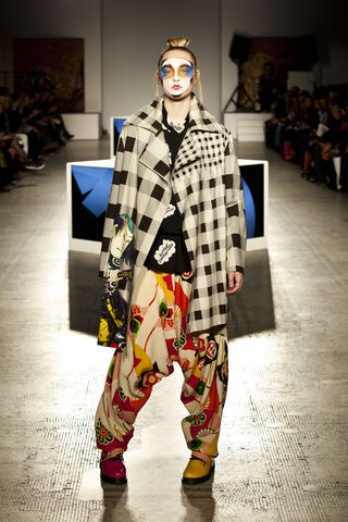File:Kansai Yamamoto - ''Fashion In Motion'' 2013 Collection 002.jpg