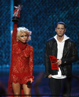 File:9-13-09 Recieving Award for best new artist at VMA's.jpg