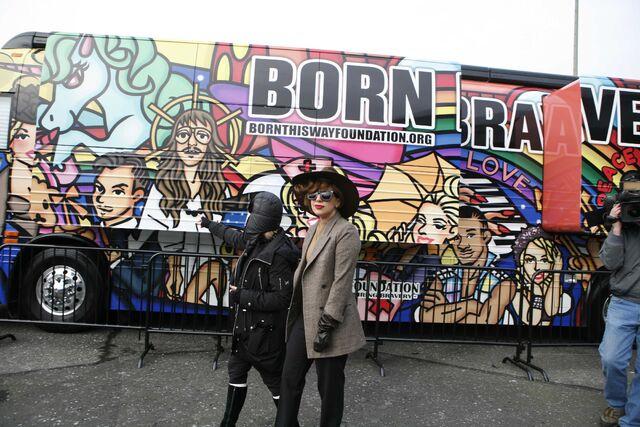 File:1-14-13 Visiting Born Brave Bus 003.jpg