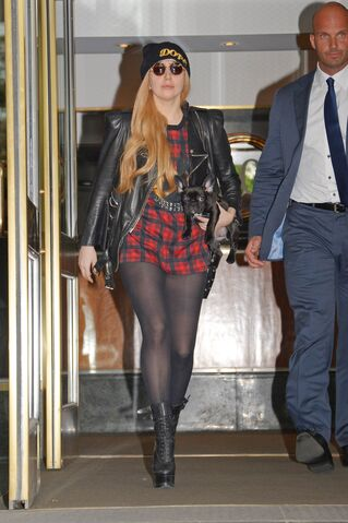 File:5-13-14 Leaving her apartment in NYC 001.jpg