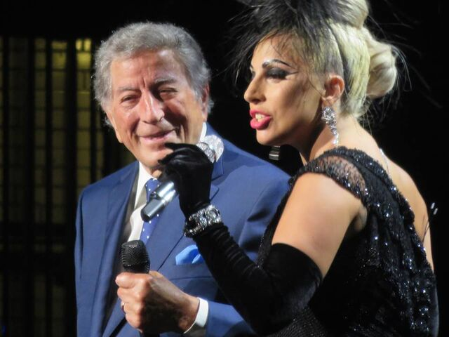 File:6-19-15 Cheek to Cheek Tour 002.jpg