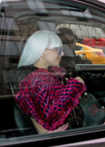File:3-25-14 Leaving her apartment in NYC 003.jpg