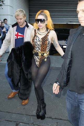 File:7-4-12 Leaving Hotel in Melbourne 001.jpg