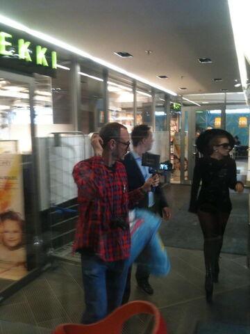 File:8-29-12 Shhopping in Helsinki 003.jpg