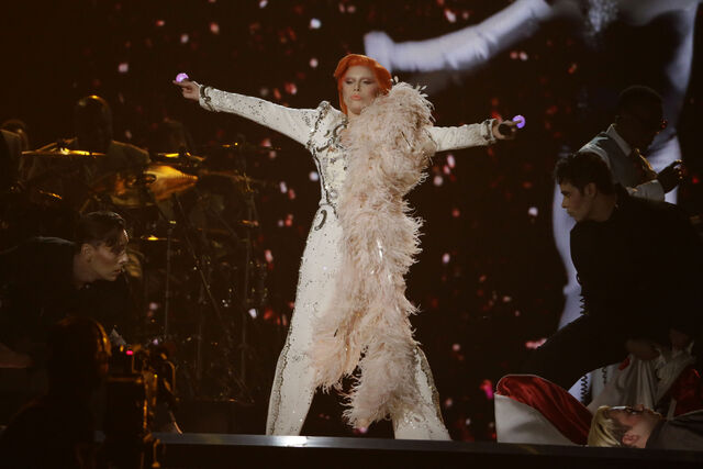 File:2-15-16 Performance at 58th Grammy Awards in LA 007.jpg