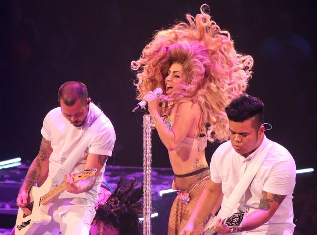 File:5-4-14 MANiCURE - artRAVE The ARTPOP Ball Tour 002.jpg