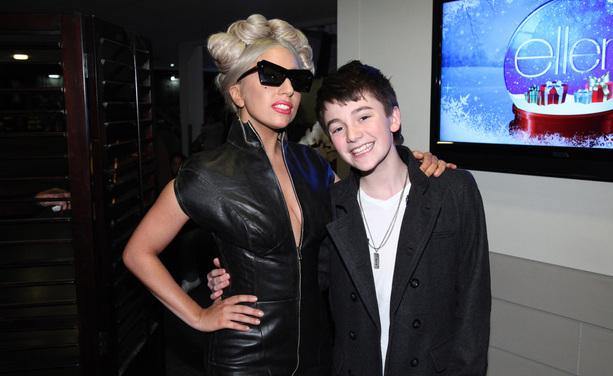File:12-9-11 Ellen Backstage.jpg