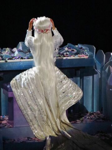 File:7-2-14 Gypsy artRAVE the ARTPOP ball.jpg