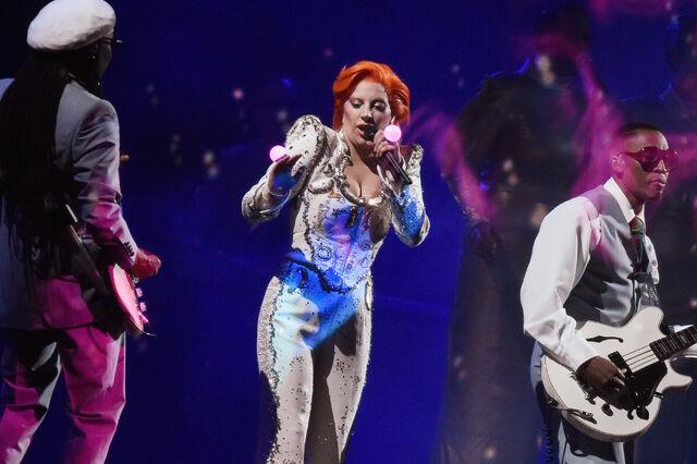 File:2-15-16 Performance at 58th Grammy Awards in LA 004.jpg