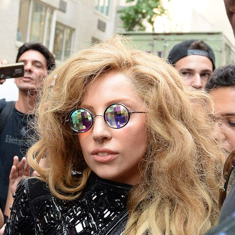 File:8-21-13 Leaving her apartment in NYC 001.jpg