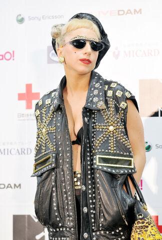 File:Jun25-MTV VMA-PressRoom01.jpg
