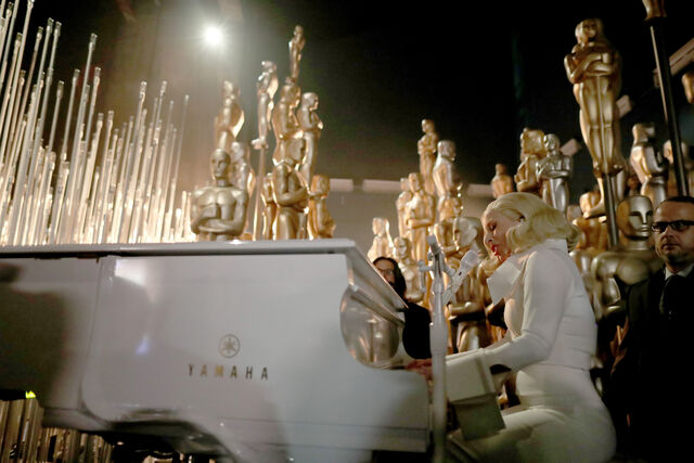 File:2-28-16 Backstage performance at The Oscars in LA 002.jpg