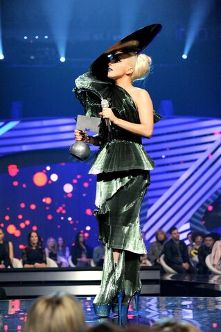 File:Nov6-MTV-EMA-BestSong.jpg