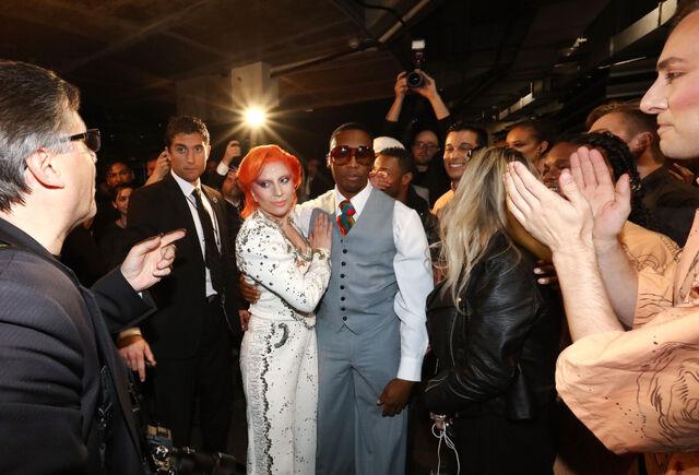 File:2-15-16 Backstage at 58th Grammy Awards in LA 001.jpg