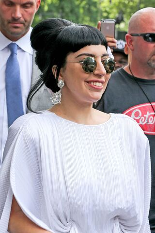 File:6-20-14 Returning at her apartment in NYC 003.jpg