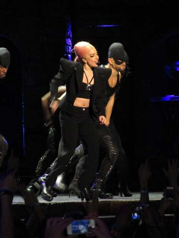 File:The Born This Way Ball Tour Scheiße 013.jpg