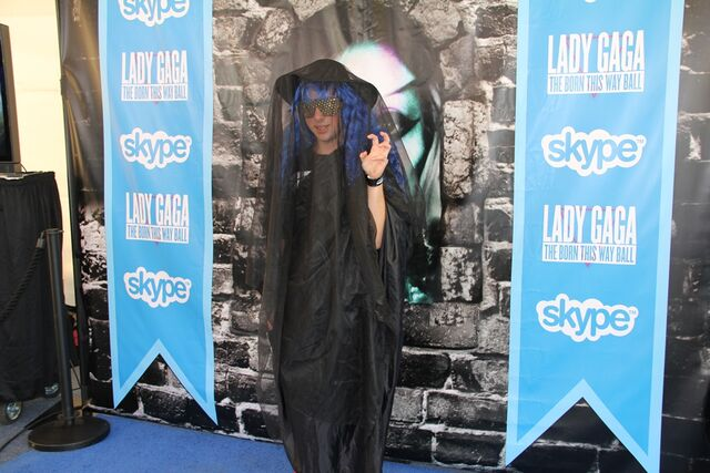 File:Skype Blue carpet 003.jpg