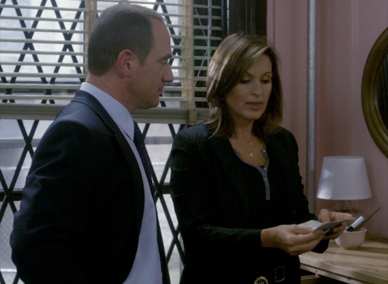 File:Detectives Stabler and Benson Spooked.jpg