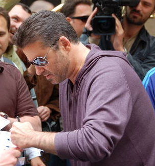 File:George Michael signing autographs.PNG