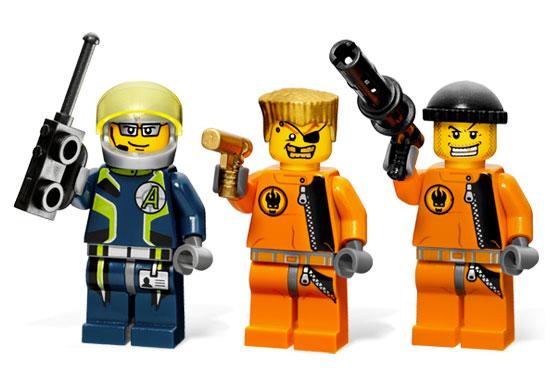 File:8630 Minifigures.jpg