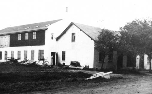 File:Workshop and family house ca.1924.jpg