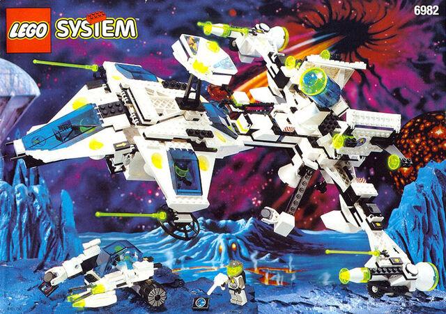 File:6982 Explorien Starship.jpg