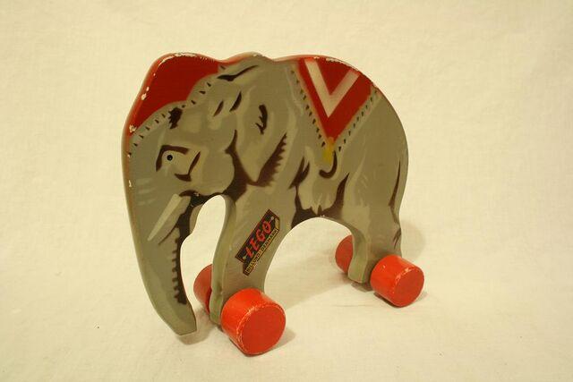 File:Wooden lego elephant5.jpg