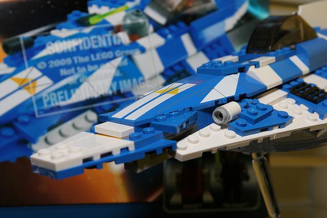 File:8093 Plo Koon's Starfighter 1.jpg