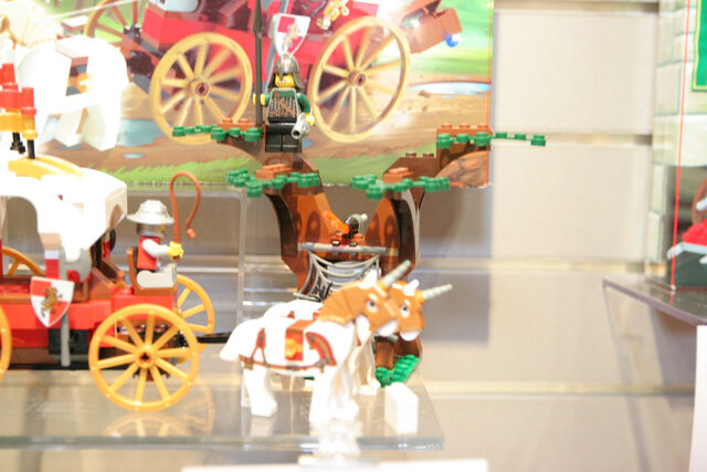 File:LEGO Toy Fair - Kingdoms - 7188 King's Carriage Ambush - 12.jpg