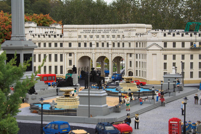 File:Legoland-admiraltyarch.jpg