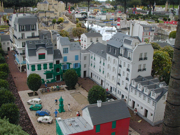 File:Legoland-Paris2.jpg