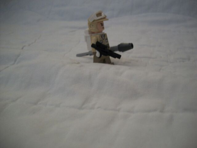 File:Rebel Trooper Carrying Missile.jpg