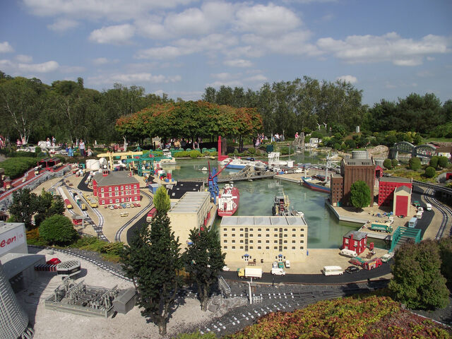 File:Legoland-port.jpg