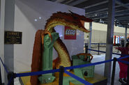 Comic-con-2014-smaug-lego-warner-bros-booth