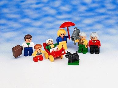 File:5029-Caucasian Family.jpg