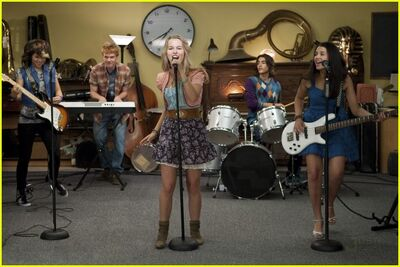 Hayley-kiyoko-lemonade-mouth-stills-03