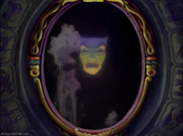 Miroir magique disney wiki fandom powered by wikia for Miroir magique blanche neige
