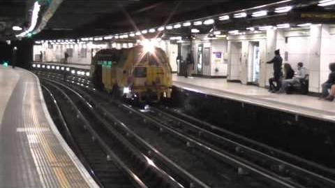 London Underground TransPlant TMM772 at Victoria