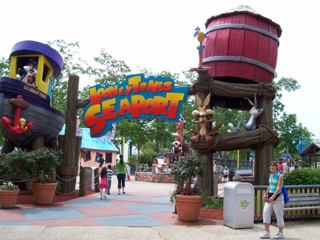 File:Looney-tunes-seaport-at-six-flags-great-adventure-picture-coaster.jpg