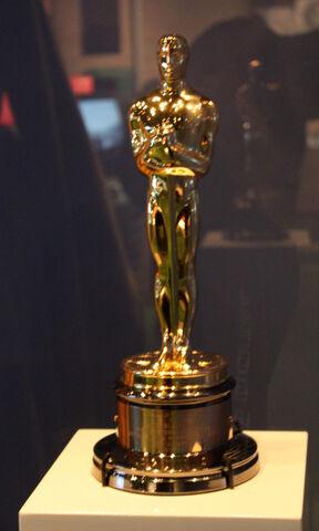 File:Oscar trophy.jpg