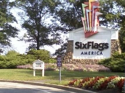 File:SixFlagsAmerica2010entrancesign.jpg