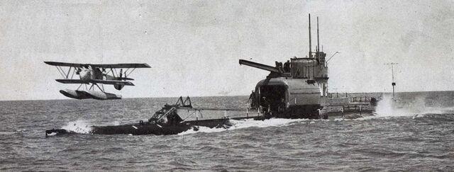 Archivo:British Submarine HMS M2.jpg