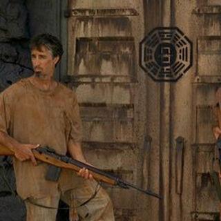 Dois dos outros guardando A Porta.