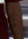 ملف:3x13 Kincaid tattoo.png
