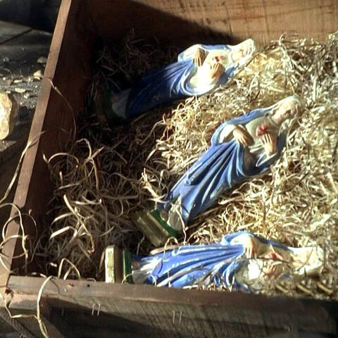 Archivo:23psalm-mary-statues.jpg